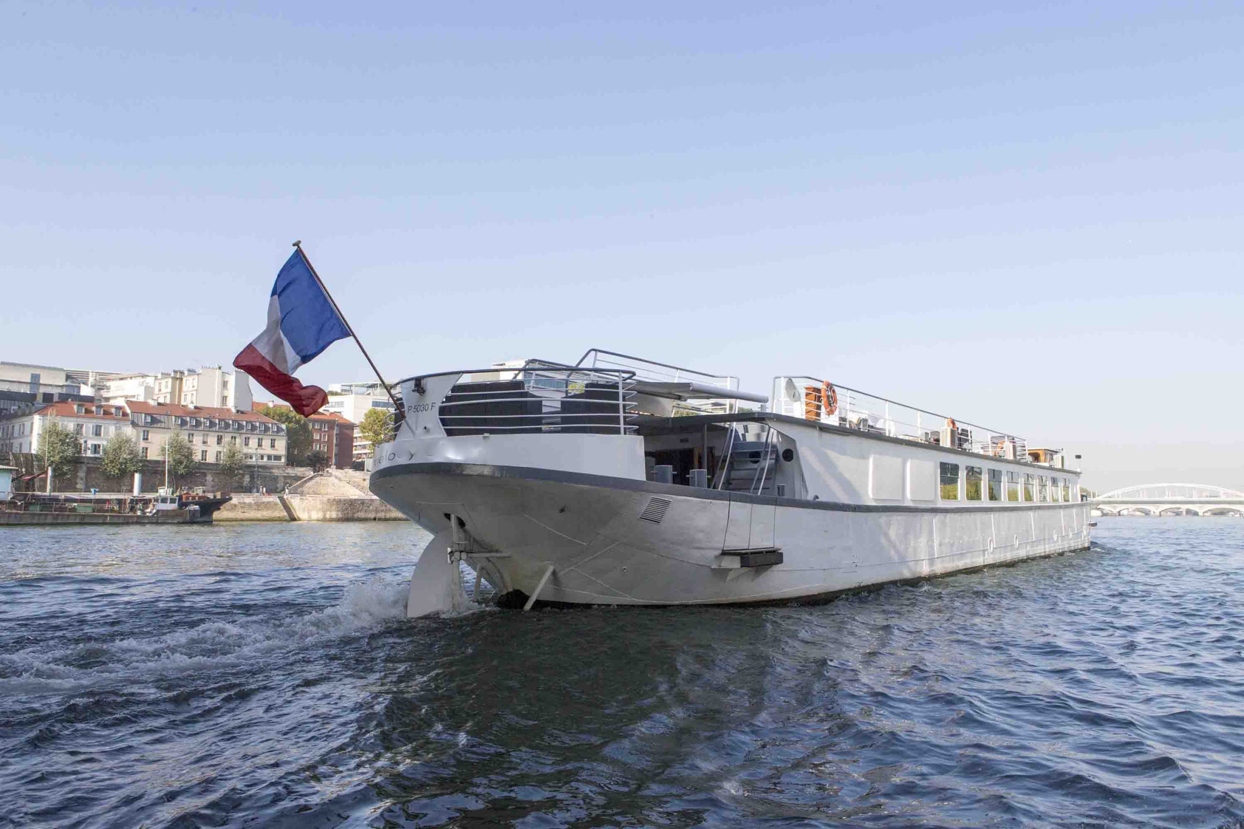 Le yacht Spirit of Paris sur la Seine à Paris