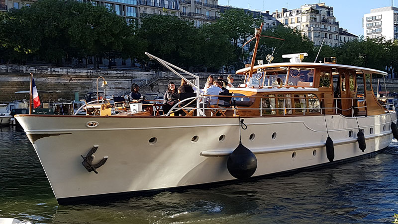 Dutch Motor Yacht, un des plus beaux yachts de la Seine à Paris